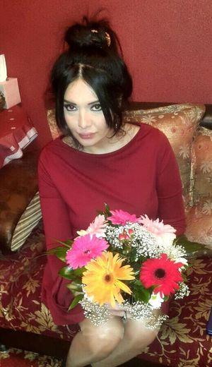 Doma Cveti Padarili mne ochen casto daryat cveti!!! Hello World