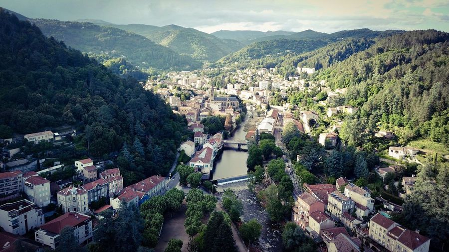 Vue aérienne de Vals-les-Bains DJI Mavic Pro Aerial Shot Plant Mountain Architecture Built Structure Building Exterior Tree High Angle View City Scenics - Nature Mountain Range