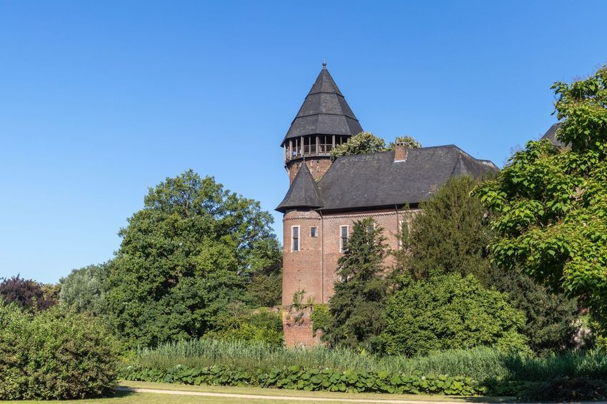 Linn Castle in Krefeld. Castle Castle View  Plant Tree Sky Building Low Angle View No People Sunlight Nature