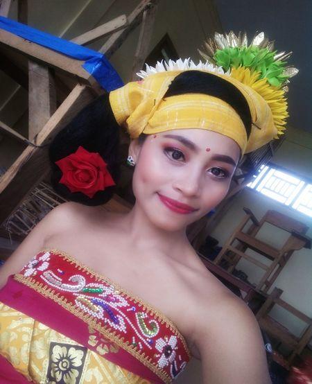 Balinese Balinese Culture Balinese Life Balinese Dancer Balinesegirl Prada Clothes Beautiful Nature Beautiful Woman Beauty In Nature Headwear Portrait Headdress Looking At Camera Headshot Young Women City Beautiful Woman Close-up Formal Portrait