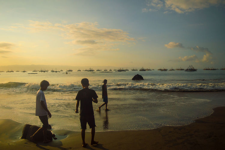 this originally taken by me. men on this pict : perdana rama, amierspecc, ricky. Adventure Buddies Nature Sunrise Light Sunlight Light And Shadow Sound Of Life Beach Life Is A Beach On The Beach Hanging Out Sky Clouds And Sky View Landscape Sky And Clouds Landscapes Beautiful Nature Capturing Freedom Traveling Travel Showcase: January Sunrise Silhouette