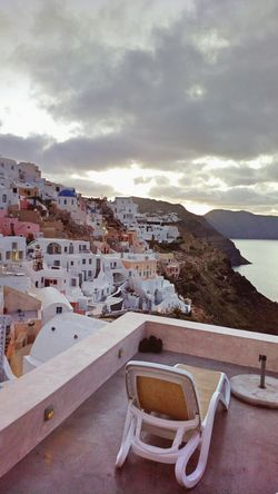 || Street Journals || Santorini, Greece. TheFoneFanatic Nokia  Nokia808 Vacations Mobilephotography PhonePhotography Luxury Sea Mountain Town Sky Architecture TOWNSCAPE Residential District