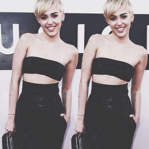 Miley Cyrus ñeñeñe