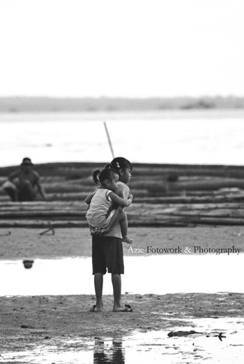 With The Sister Bw Beach Hello World Taking Photos Check This Out People