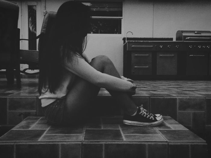Silent Silent Girl Beautiful Girl Sitting Waiting Thinking One Girl Black And White Photography Blackandwhite Best Friends
