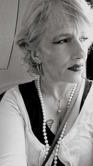 black and white Yvette Black And Whit Selfie Blond Hair Young Women Beautiful Woman Beauty Beautiful People Portrait Women Veil Human Face Studio Shot Earring  Jewellery Pendant Eyeliner Diamond - Gemstone Eye Make-up