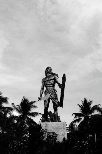 Sino pa mag tatangka? Lapu-lapu Cebu,Philippine Magellan Hello World Philippines Black & White