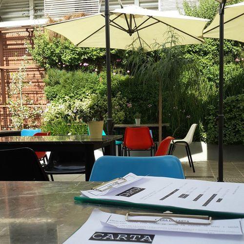 Almuerzo tardio en el patio mas lindo. Elgranvidrioecke Divinelifestyle :)
