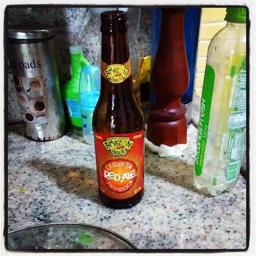 Amazon beer, red ale priprioca, diz o @jpoliveira que as vermelhas melhoram a degustação de frutos do mar, pra mim só deixa a coisa mais divertida, e diferente. Cerveja Redahead .