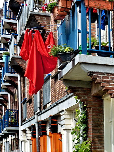 EyeEmNewHere Washing Architecture Balconies Building Exterior Built Structure Day Hanging Hanging To Dry Housefront Linen No People Outdoors Red Cloth Sheet Streetphotography Streetlife The Week On EyeEm The Architect - 2018 EyeEm Awards The Street Photographer - 2018 EyeEm Awards