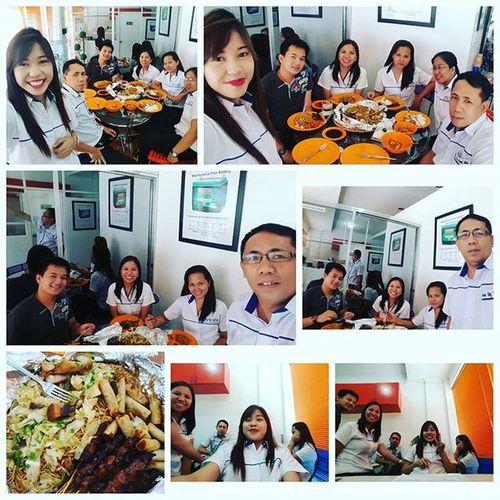 Lunchbreak Isawhaws Salesdepartment @elsky15 @mel291435 @josephineagna @villalunamichelleann