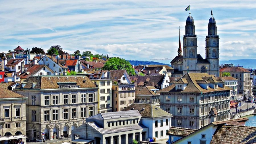 view from Lindenhof to Limmatquai wit Grossmünster Architecture City Cityscape Day Grossmünster Limmatquai Outdoors TOWNSCAPE Travel Destinations Zurich, Switzerland Zürich