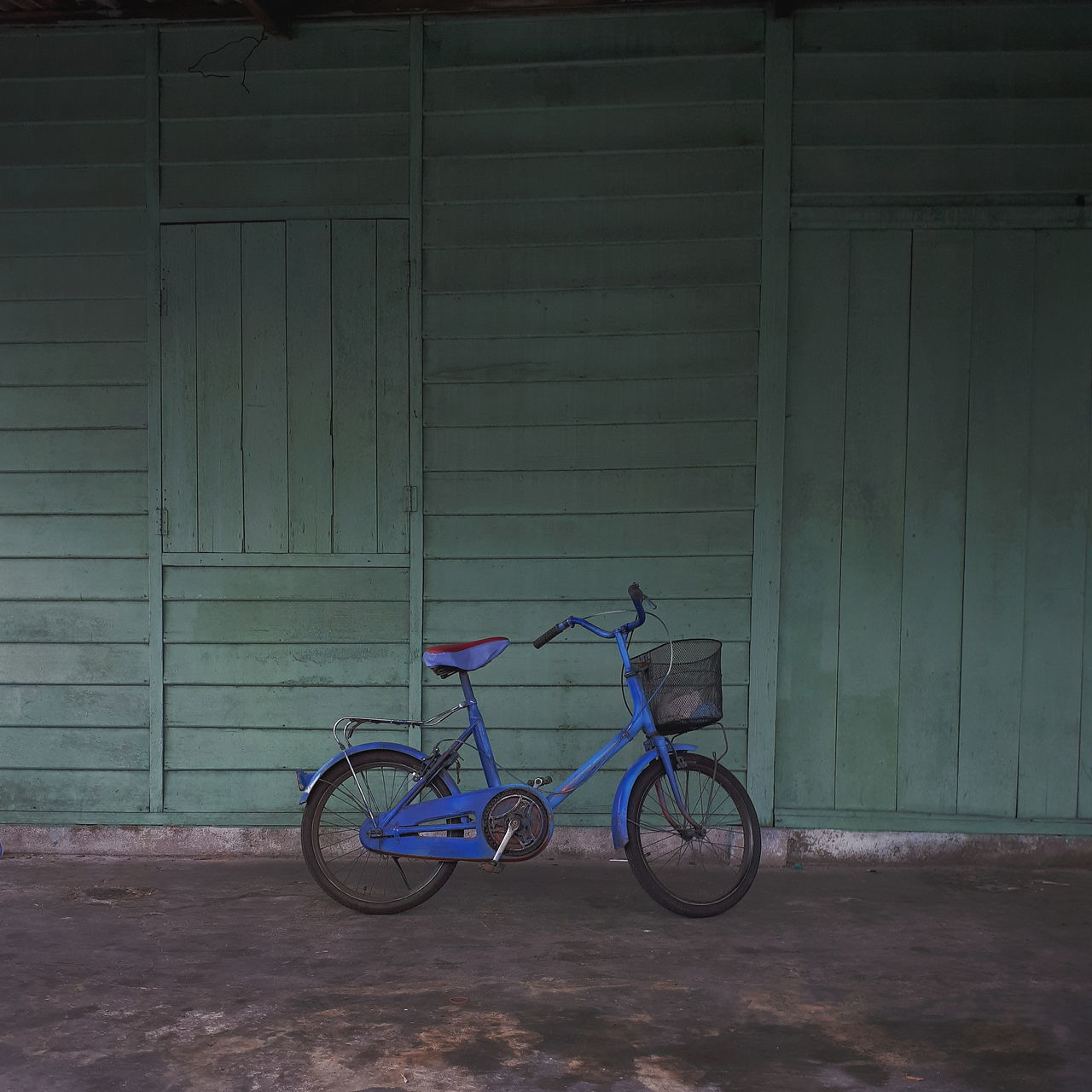 bicycle, transportation, stationary, mode of transport, outdoors, day, built structure, architecture, no people, childhood