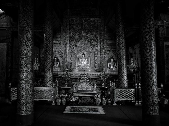Buddha statue in wat phra singh