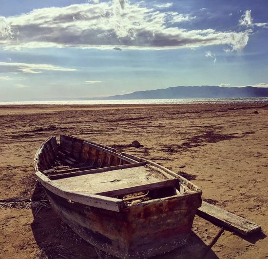 Mi piel es d kien la eriza Beauty In Nature Nature Nature_collection Landscape Landscape_Collection Boat Sand Sea Deltebre Beach