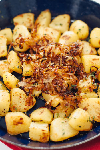 Traditional German fried potatoes, so called Bratkartoffeln, with caramelized, browned onions roasted in a enamel cast iron pan seasoned with caraway, salt, pepper, parsley and chives Fries Homemade Homemade Food Roasted Potatoes Bratkartoffeln Caramelized Onions Food Food And Drink Fried Potato Fried Potatoes German Food Golden Potatoes No People Onions Potatoes Ready-to-eat Roasted White Background