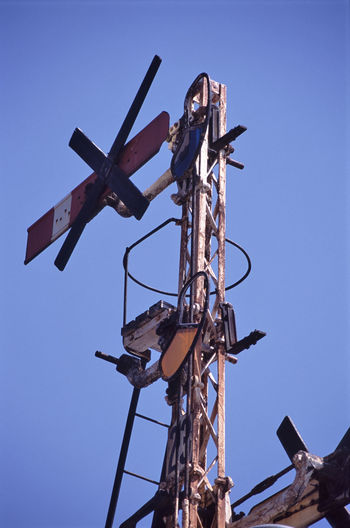an old style mechanical railway signal, non longer used 2 Aspect 4 Aspect Array Australia Blue Sky Construction Corroded Corrosion Dissused Railway Track Gantry Metal Old Railway Rusted Signalsrailways Signal Tower Train Victoria