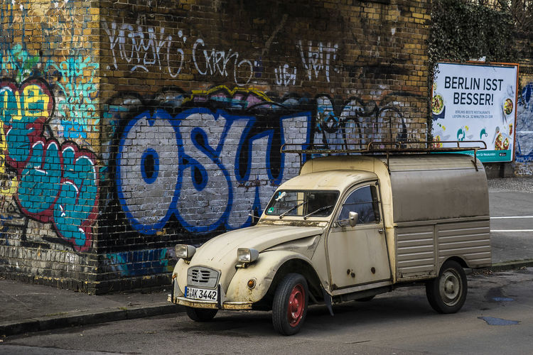Citroën Berlin Citroën 2CV AK400 Graffiti Back Alley Street Art The Week On EyeEm Lost In The Landscape The Graphic City Mobility In Mega Cities The Street Photographer - 2018 EyeEm Awards