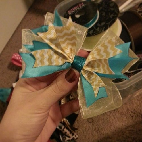 Very cute yellow and turquoise miniature stack bow! Bows Bow Hairbows  Hairbow girls