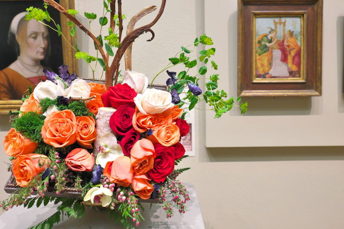 Aperature Art Art Is Everywhere Bouquet Close-up Florist Flower Focus On Foreground Fragility Freshness Indoors  Like Objects Together Minneapolis Minneapolis Institute Of Art Minnesota Museum No People Paintings Plant Rose - Flower Roses Two Of A Kind Vase FUJIFILM X-T1 Fujifilm