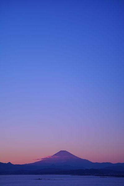 夕日🌄と富士山🗻 Sunset & Mt.Fuji. お写ん歩 Walking Around Snapshot Taking Photos EyeEm Best Shots EyeEm Best Shots - Nature EyeEm Best Shots - Sunsets + Sunrise EyeEm Best Shots - Landscape The Purist (no Edit, No Filter) PROTEUS 4.0/80 PROTEUS 4.0/80 Of Neptune Neptune Convertible Art Lens System Lomography Nature Photography Landscape Bule Sunset Nature Blue Beauty In Nature Sunset Mountain Clear Sky