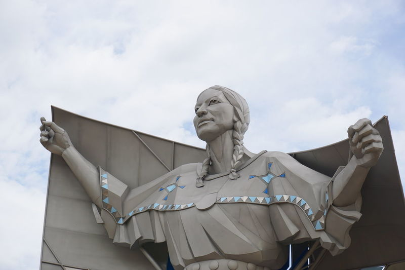 Statue American Indian Art American Indian Artistic Paterns American Indian Statue Girl Statue Posture Sky Statues And Monuments