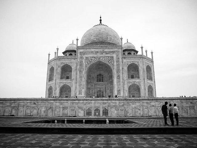 Wahh Taj... . . Taj Tajmahal Wondersoftheworld Delhidiaries Thisismymuse MughalEra Mumtaz Shahjahan Lonelyplanetindia