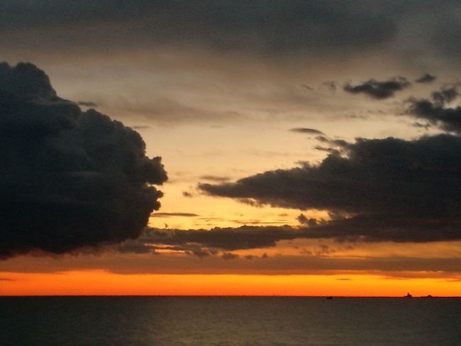 Tramontosulmare Sky And Clouds su Sunset_collection Skyviewers Sky_collection Cloud_collection  Cloud Cloud - Sky Sunset_captures Sunsetlover Tramonti_italiani Tramonto Atmosphere Sunset Orange Color Sky Dramatic Sky Colours In The Sky Colours Of The Sky Colours Of Sunset