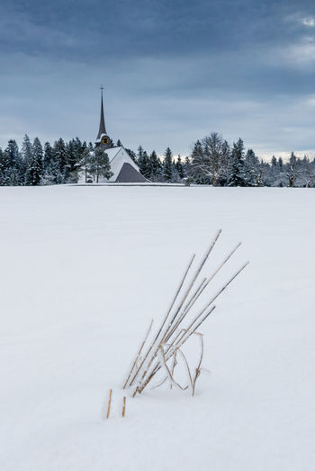 church of Würzbrunnen in snow Church Emmental Field Frozen Snow ❄ Winter Beauty In Nature Cold Cold Days Cold Temperature Day Myswitzerland Nature No People Outdoors Sky Snow Switzerland Tree Winter Winterwonderland Würzbrunnen EyeEmNewHere