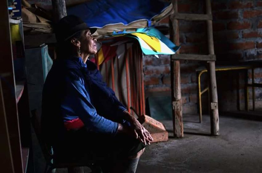 Cartolina da Chaupi. Sorriso Sonrisa Mujer Unacartolinalgiorno Ecuador Comunidad Proyecto Mujeres