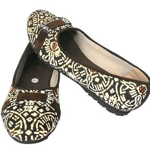 Sepatu batik cantik... For order wa 082112436346 :) motif kain bisa dipesan BatikIndonesia BatikShoesIndonesia Beautifulbatikshoes IndonesiaILoveThisCountry