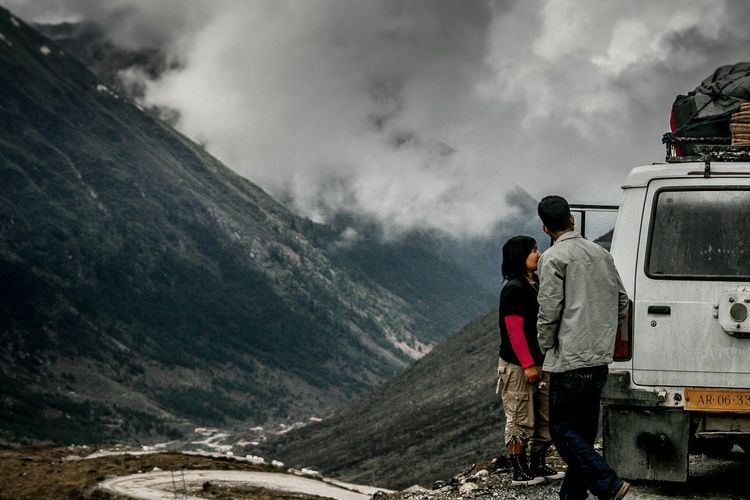Altitude Bomdila Arunachal Pradesh Arunachal Pradesh Landscape Travel Cloud - Sky Sumo Valley Men Togetherness Bonding Mountain Warm Clothing Women Photography Themes Standing Sky Foggy Mist Weather Hiker Mountain Range Overcast It's About The Journey