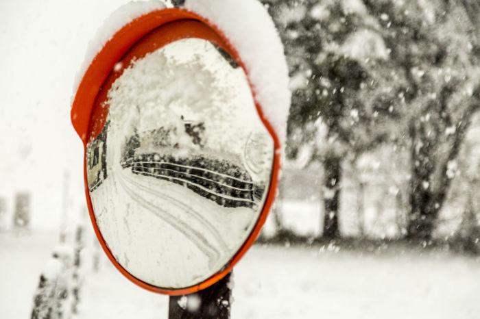 Close-up Erster Schnee First Snow First Snowfall Schneefall Snow Spiegelung Winter Wintereinbruch