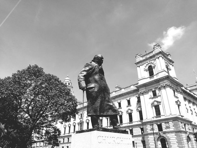 Statue History Sculpture Low Angle View Outdoors Day Cloud - Sky No People Travel Destinations Sky Architecture Tree Building Exterior Ancient Civilization Winston Churchill Winston Churchill Memorial London HuaweiP9