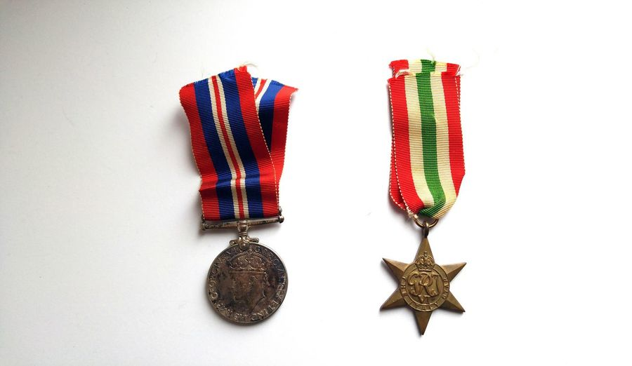 After the war Italy Star War Medals Medal Of Honor Medal Of Courage Ww2 1939 - 1945 Dad Canadians Courage Honor Country Service Military In Memoriam Lieblingsteil Decorated Soldier War Fighting For Freedom Give Peace A Chance Come Together