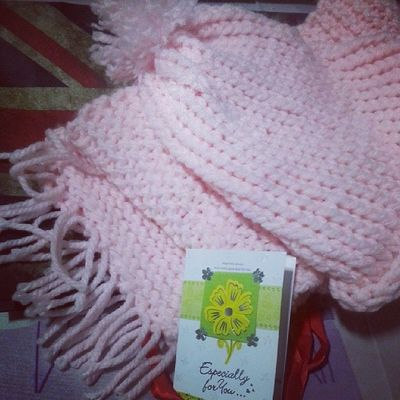 Ooomg. All the way from home, specially handmade for me! Now I can wear it to Perth next month. Feelingblessed Greatfull Apperciate Surprisegift handmade knittingscarf pink