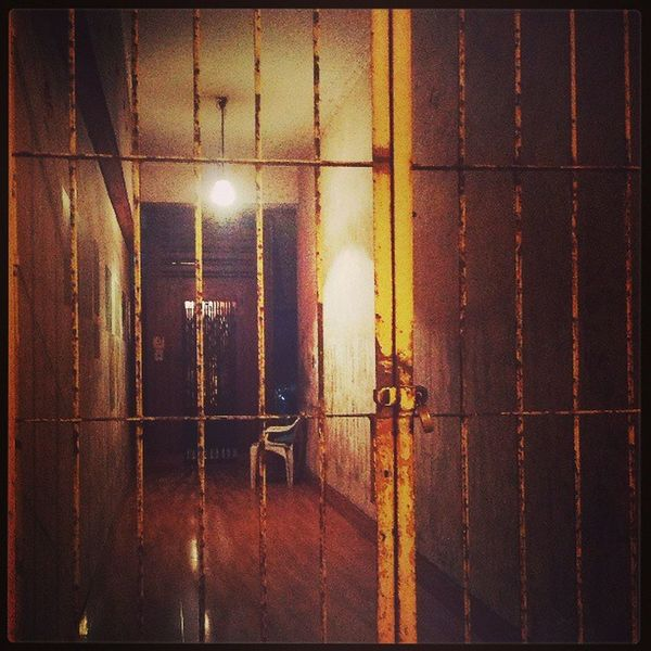 GoodNightWorld Aftermidnight Grantroad Latenight Headingbackhome chair locked light isolated calm asleep mumbai gate noentry instacity instalife instamumbai igers beautiful quiet yellow silent