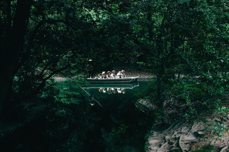 People in boat at ritsurin garden
