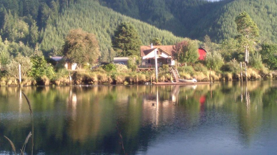 house dreaming Creative Photography Vacation House River Island Siuslaw River Oregon Hwy 126 West Oregon Let It Flow River Nature Mirrored Reflection Child Like Imagination Wishful Thinking Tree Water Lake Mountain Reflection Architecture Sky Built Structure Building Exterior Calm Tranquility