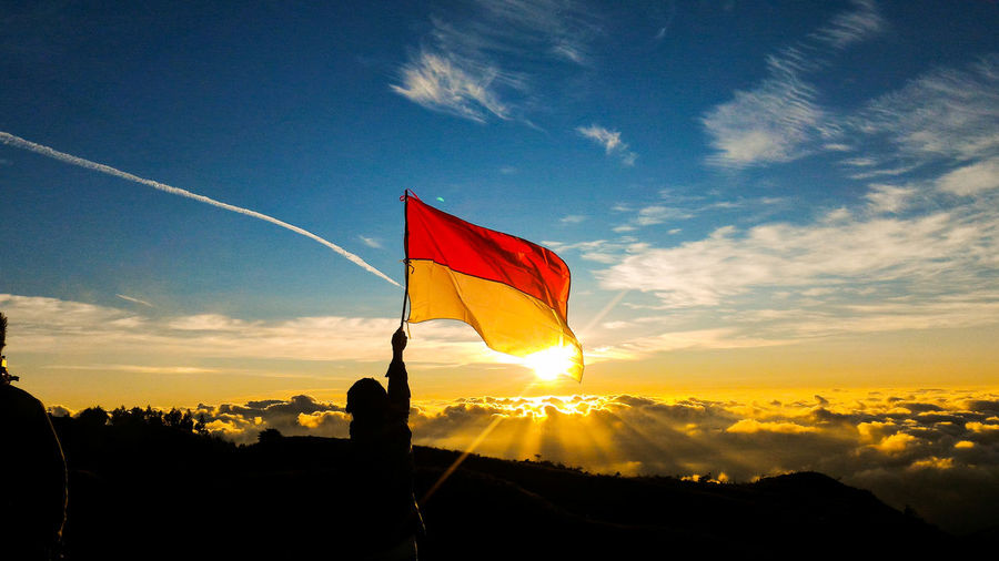 Be a young who love parents and fears God. Amazing Indonesia Freshness Horizon Clouds And Sky Hiking Journey Camping Mountain Nature Moments Sunlight Montains    Gunung Prau Sunset Flag Sport Sky Cloud - Sky Shining Sun Silhouette Sunrise Orange Color Outline Calm Cloud Optical Illusion A New Beginning EyeEmNewHere
