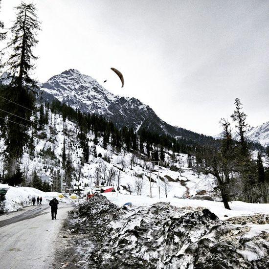 Incredible India Solang_valley Solang Himachal Pradesh Snowfall in Valley Paragliding in high Mountains