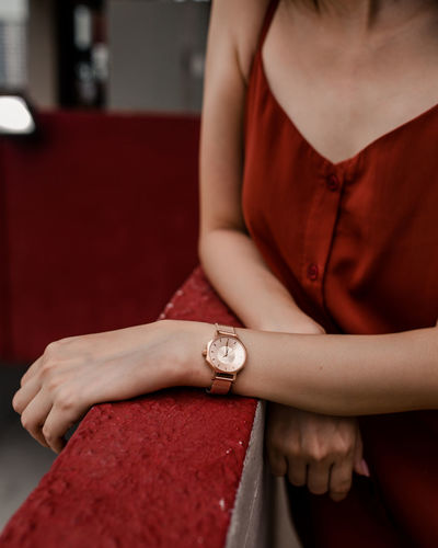 Time Human Hand Hand Watch Wristwatch Luxury Fashion Clothes Product Photography Red Close-up Jewelry Checking The Time Instrument Of Time