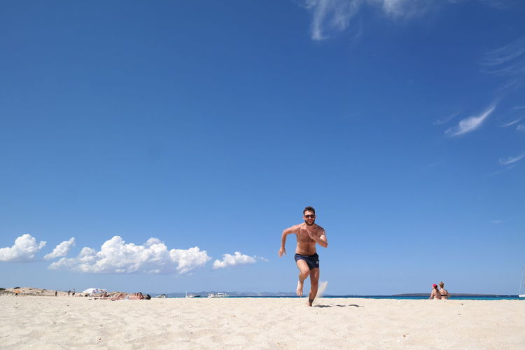 Beach Cloud - Sky Exercising Happiness Healthy Lifestyle Holidays Man Outdoors Run S Sea Sky Sport Vacations