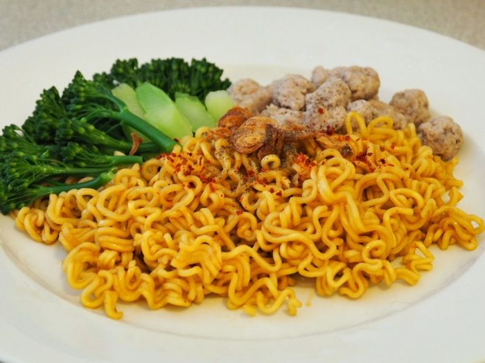 Homemade Noodles Pork Noodle Food Photography Delicious Lunch Homemade Noodles Noodles Dry Noodles Food And Drink Food Freshness Plate Ready-to-eat Indoors  Still Life Serving Size Healthy Eating Wellbeing Meal