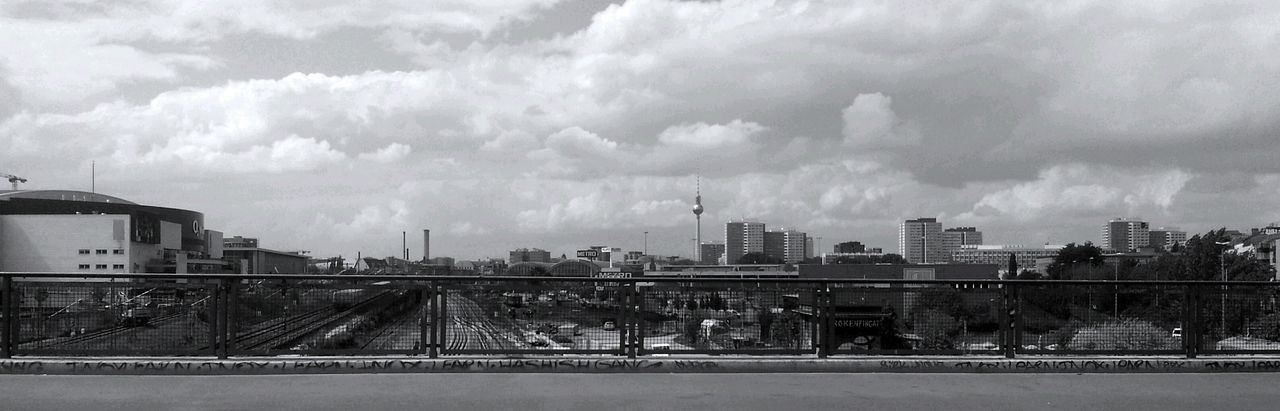 Panorama Warschauerbrücke On The Road With BlaBlaCar Good Things Come In Small Packages With Lightcase