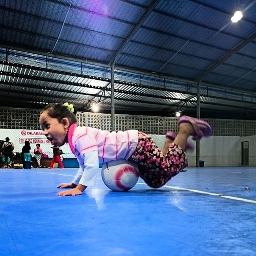 Bella in action...flying trought ball...B-)...Kamerahpgw_Kupang Kamerahpgw Xtraordinarynoya Kiddy cute