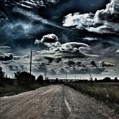 Так начинается едреная зима облака Дорога провода безлюдей покинутый мир Nuclearwinter Nuclearassault Nuclear Nuclearbomb Nuclearworld World WW3 After Afterpeople Nopeople People Abandoned Abandon Abandonedplaces Abandonedworld Abandoned_world VSCO Vscocam Ig sky landscape trees clouds road