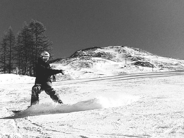 Black style, White snow. NevermindRecords Black White Sport Snow Snowboarding Style Rock Mountain Human Vs Nature Sestriere Italy