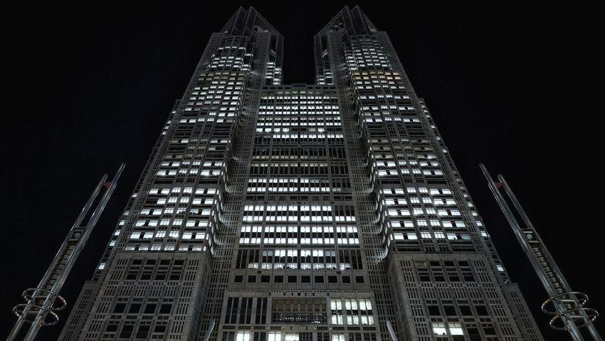 東京都庁舎 Tokyo Government Building Night Photography Night Lights Window Lights Skycraper Architecture Symmetry Geometric Architecture Low Angle View Perspective Taking Photos Tokyo,Japan Iso 12800 Sony A7s II