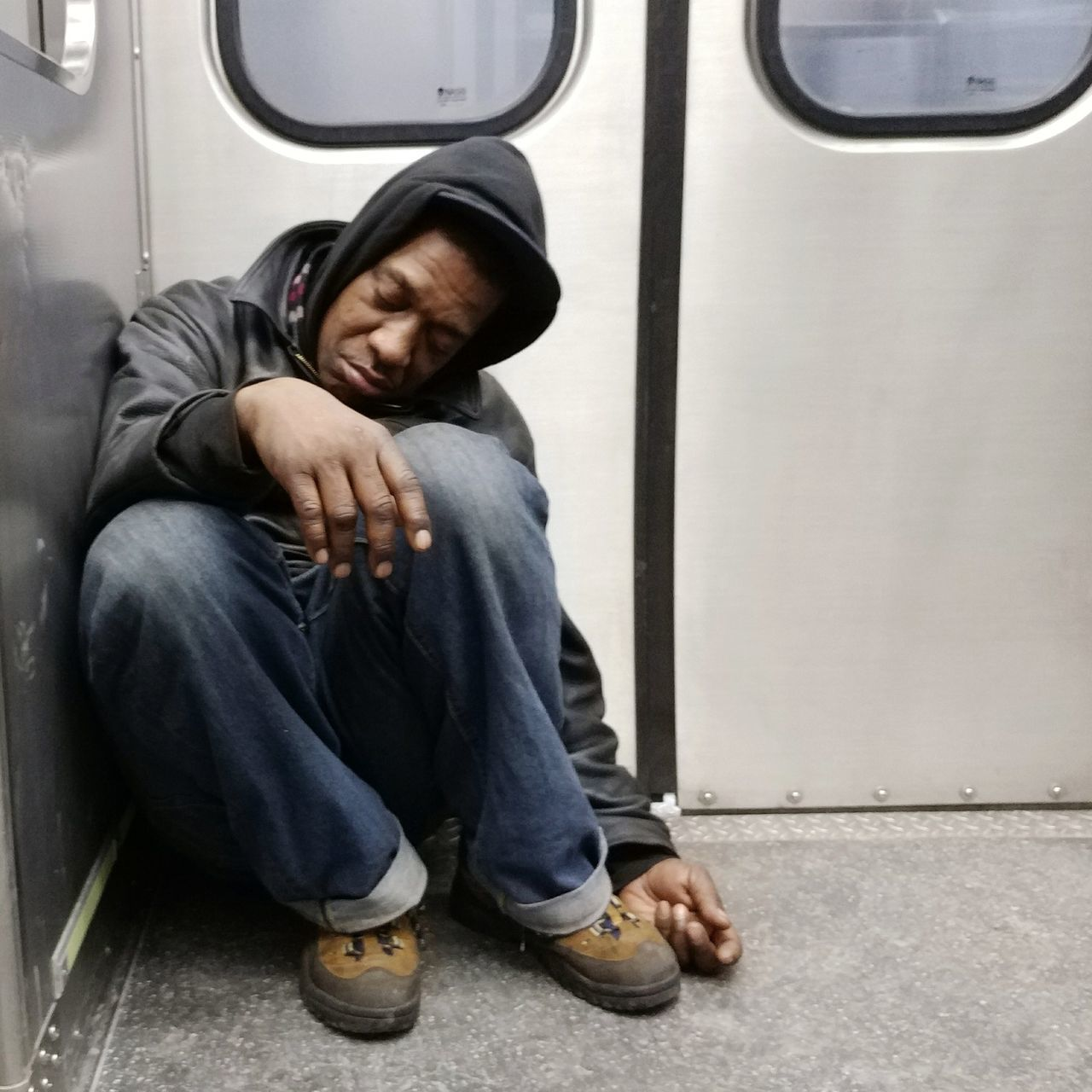 sitting, one person, real people, transportation, young adult, casual clothing, sleeping, lifestyles, full length, young men, tensed, day